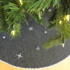 christmas tree skirts 18 awesome christmas tree skirts to make shelterness