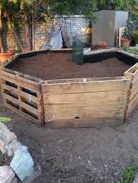 keyhole garden out of pallets cheaper method then bricks or