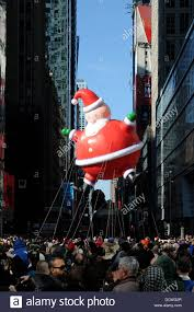 santa claus balloon float at macy s 85th annual thanksgiving day