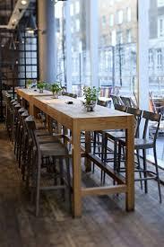 grande table de cuisine la table haute de cuisine est ce qu est confortable tables