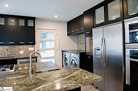 Kitchen Cabinets Greenville Sc by Modern Kitchen With Crown Molding U0026 Complex Granite Counters In