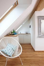 küche in dachschräge mini küche die funktioniert dachschräge dachfenste couchstyle