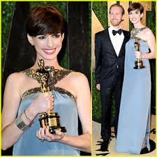 Anne Hathaway Vanity Fair Anne Hathaway U0026 Adam Shulman U2013 Vanity Fair Oscars Party 2013