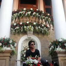 photo of shahrukh khan in u201cmannat u201d his mumbai bungalow