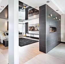 escalier entre cuisine et salon idee deco escalier amazing deco escalier avec des cadres paysages