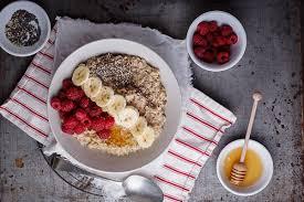 comment cuisiner le d avoine petit déjeuner aux flocons d avoine avec framboises graines et miel