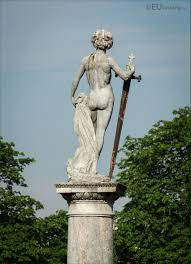 photos of david vainqueur de goliath statue in luxembourg gardens