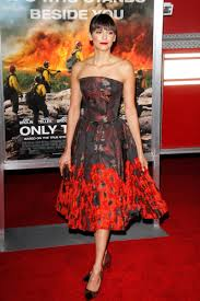 Kristen Wiig Red Flag Only The Brave U0027 Premiere Pays Red Carpet Tribute To 100 First