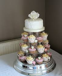 hochzeitstorte cupcakes cupcakes hochzeitstorte contemporary wedding cakes wedding cakes