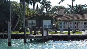 Jennifer Lopez Home by On A Yacht Riding Past Jennifer Lopez Jlo Miami Mansion Youtube