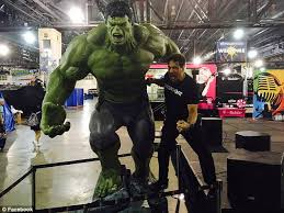 incredible hulk star lou ferrigno helps fan seizure