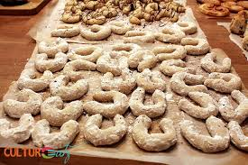 vanillekipferl an austrian christmas cookie