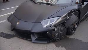 lamborghini crash man crashes lamborghini aventador in downtown london digital trends
