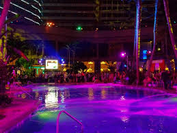 Pool At Night Best 25 Night Pool Parties Ideas On Pinterest Outdoor Movie