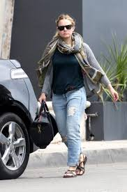 kristen bell loves ripped jeans denimology