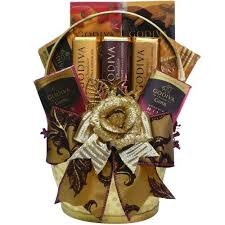 Chocolate Gift Baskets Best 25 Summer Gift Baskets Ideas On Pinterest Camping Gift