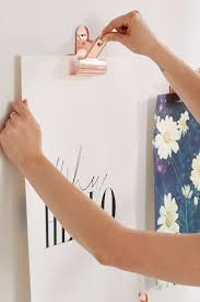 Picture Hangers Without Nails by Best 25 Hanging Pictures Without Nails Ideas On Pinterest