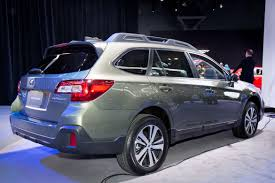 subaru outback 2018 vs 2017 2018 subaru outback review first impressions news cars com