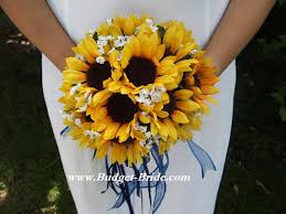 wedding flowers sunflowers i really like these flowers sunflowers softness of white with