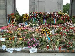 memorial flowers flowers at the memorial picture of soviet war memorial berlin