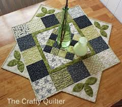 quilted square table toppers the crafty quilter w i p wednesday http thecraftyquilter com