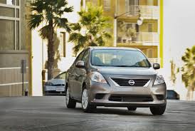 nissan versa fuel type 2013 nissan versa gas mileage the car connection