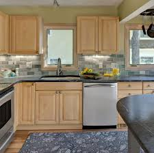 colors for kitchen walls with maple cabinets 7 kitchen backsplash ideas with maple cabinets that do it right