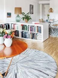 wohnzimmer und esszimmer moderne ideen zur optischen trennung durch regal raumteiler