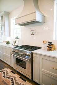 Kitchen Backdrop Best 25 Fixer Upper Kitchen Ideas On Pinterest Fixer Upper Hgtv