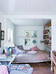 gemütliche schlafzimmer gemütliches schlafzimmer mit weisser holzverkleidung an wand und