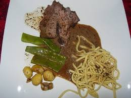 cuisiner le sanglier avec marinade recette de gigot de sanglier la recette facile