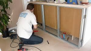 comment fixer un meuble de cuisine au mur comment fixer un meuble au mur des fixer dans le bton cellulaire