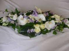 centre de table mariage fait maison panier avec roses et feuilles des bois panier feuilles