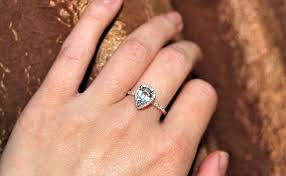 teardrop engagement rings pear shaped gold engagement rings 35 sumuduni gems