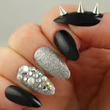 pretty woman 24 artificial nail kit black and silver nails with