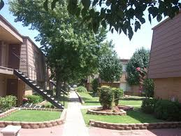 Apartment Courtyard Potomac House Apartments For Rent In Okc Apartment Locator