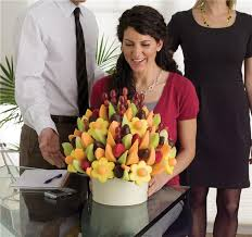 edible delivery edible arrangements announces uk expansion with the hiring of uk