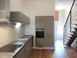 escalier entre cuisine et salon escalier entre cuisine et salon cuisine sous escalier table