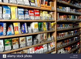 bureau de tabac banque sélection de part le tabac à rouler en vente dans un bureau de tabac