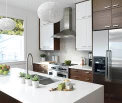 cuisine brun et blanc dosseret cuisine contemporain luxe s carrelage de cuisine maison et