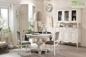 sala da pranzo provenzale arredare con i mobili decapati in stile provenzale shabby e