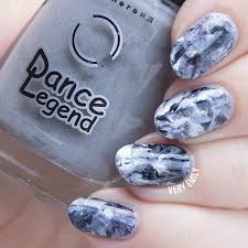 paint all the nails presents marble