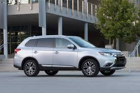 2017 white mitsubishi outlander 2017 mitsubishi outlander suv pricing for sale edmunds