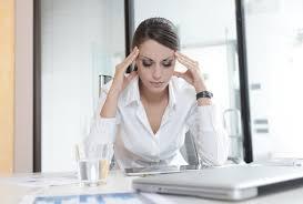 femme de bureau femme stressee bureau daily