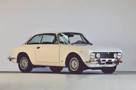 alfa romeo classic gtv 1972 alfa romeo bertone 2000 gtv classic driver market