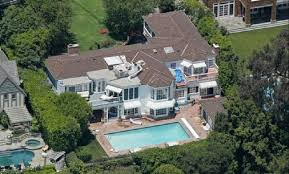 Famous Mansions The Famous Actress Kate Hudson Lives In This House Which She