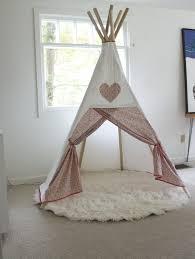 tipi chambre 20 idées de tipi à installer dans la chambre de votre enfant tipi