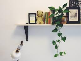 make simple shelf over the bed idolza