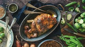 cuisiner epaule agneau recette épaule d agneau confite herbes bio et petit épeautre ducros