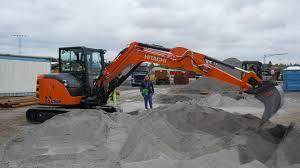 file hitachi zaxis 65usb mini excavator jpg wikimedia commons